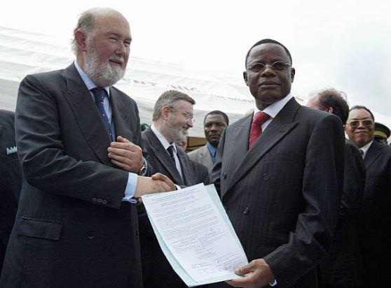 Prof. Maurice KAMTO (Chef de la délégation du Cameroun à la Commission de suivi ) et  Sir KIERAN PRENDERGAST (Président de la Commission de suivi)